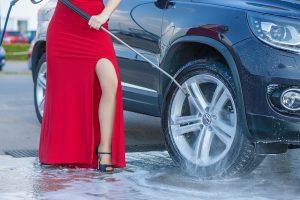 Lavaggio dell'auto in spazi condominiali