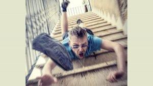 Danni da caduta scale, chi paga